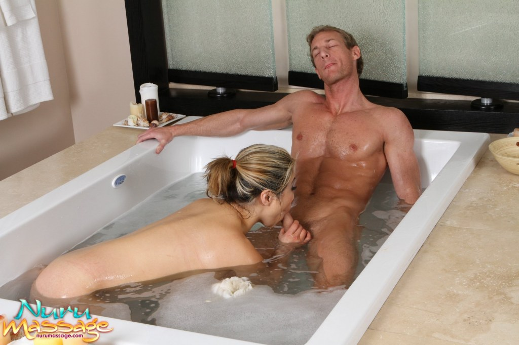 порно с любовником ванной